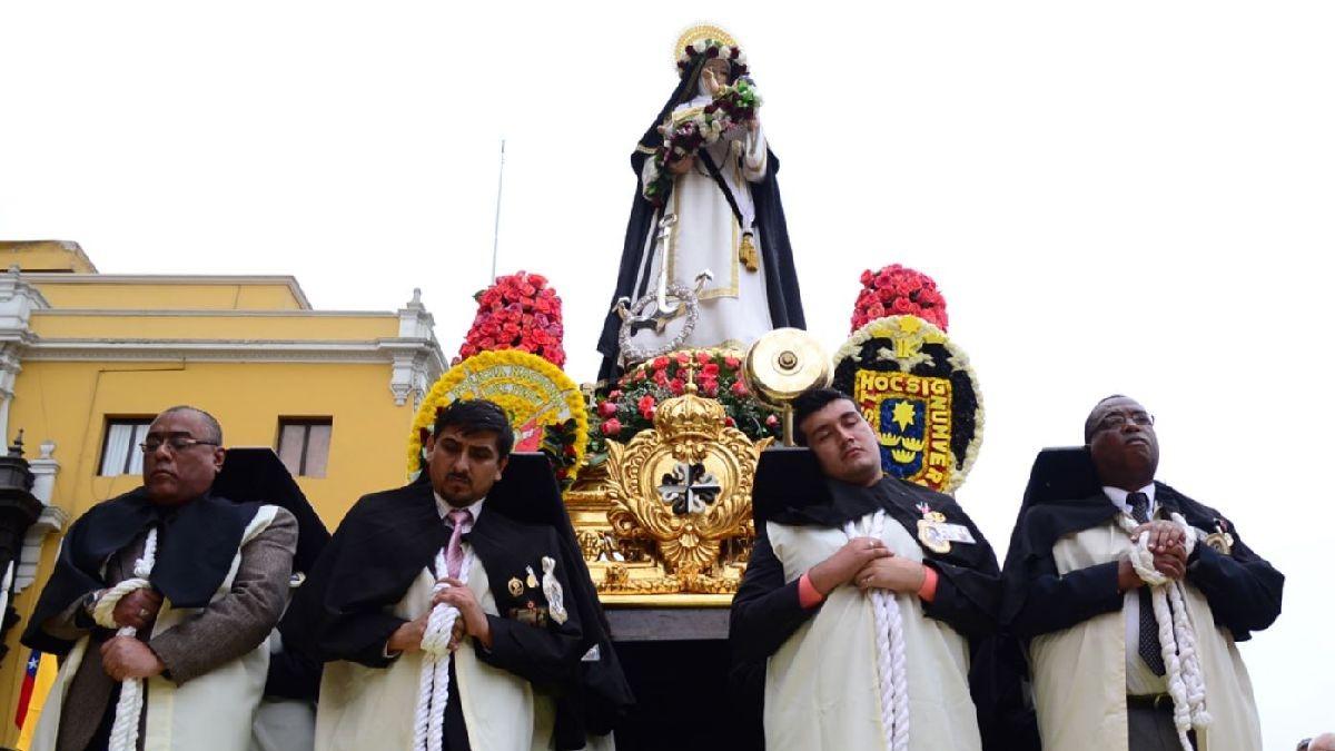 Santa Rosa de Lima fue canonizada por el papa Clemente X en 1671, y se convirtió en la primera santa de América.