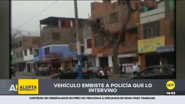 Video muestra cómo el vehículo embiste al policía.