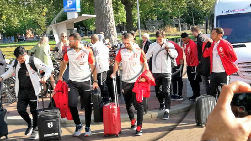 La Selección Peruana ya se encuentra en Holanda para enfrentar a la 'Naranja Mecánica'.