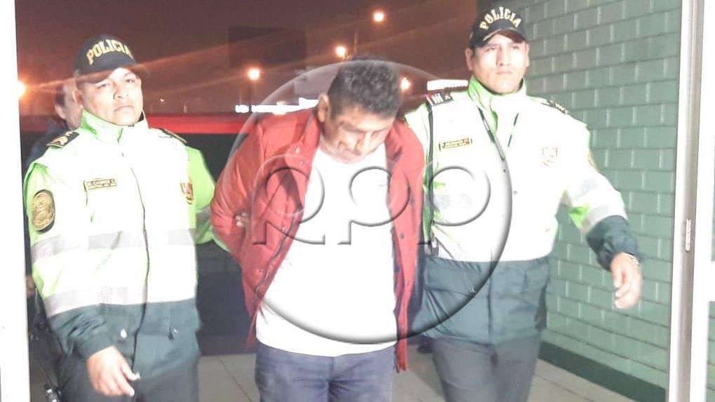 El coronel de la Policía Aeroportuaria, Alfredo Vildoso, comentó que gracias a la rápida acción de los transeúntes se pudo evitar que el asesino se diera a la fuga.