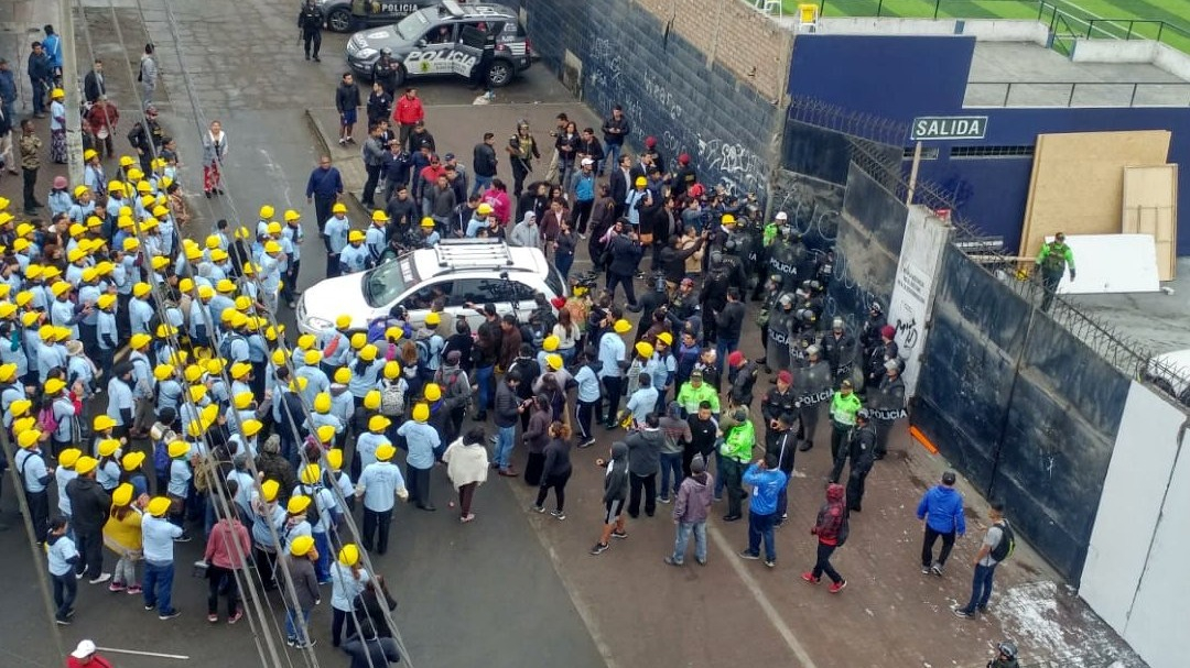 Enfrentamiento por explanada del estadio Alejandro Villanueva