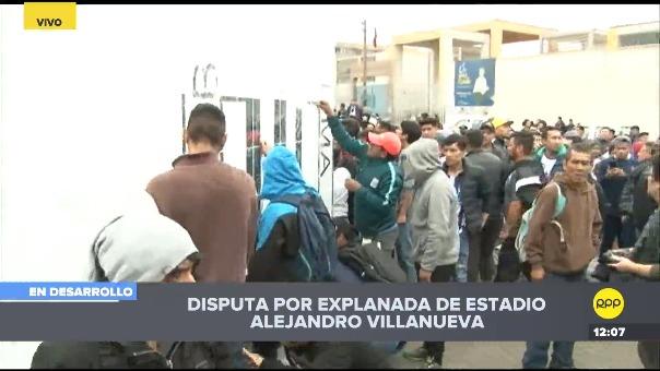 Los hinchas de Alianza Lima llegaron a Matute para limpar las paredes.