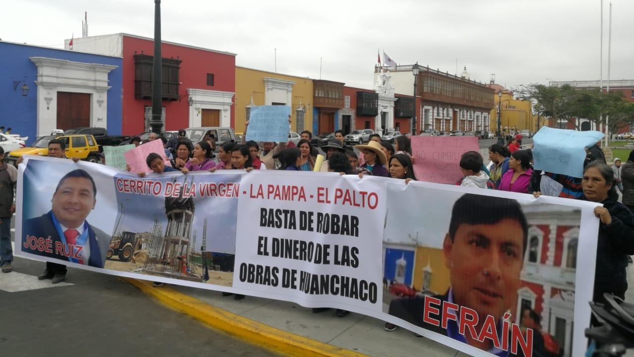 Pobladores demandan reanudar la obra.