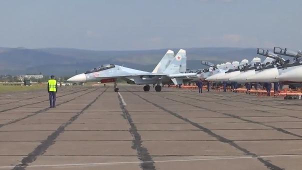 Rusia muestra su músculo militar durante las maniobras.
