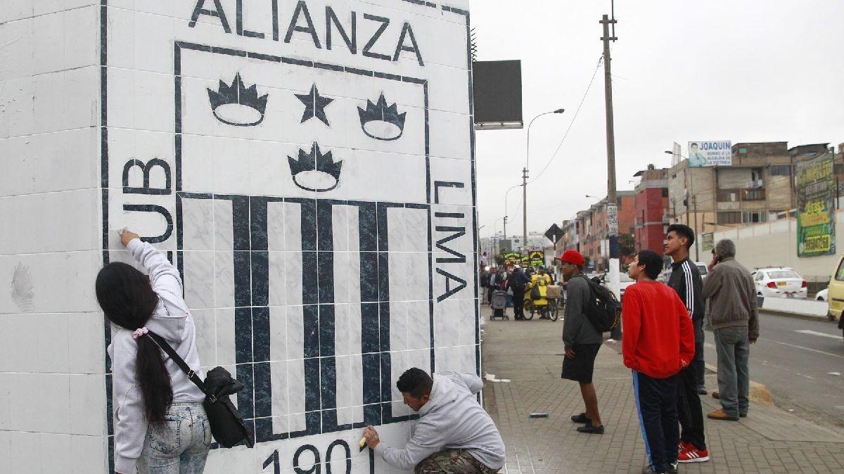 Los hinchas aliancistas pasaron la noche en el estadio en precaución por un nuevo intento de toma por parte de los miembros del movimiento El Aposento Alto.