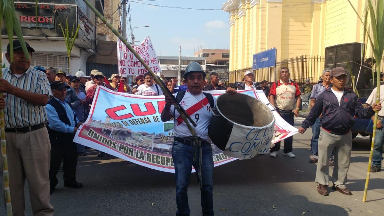 Trabajadores llegaron hasta Chiclayo y protestaron en las salas civiles.