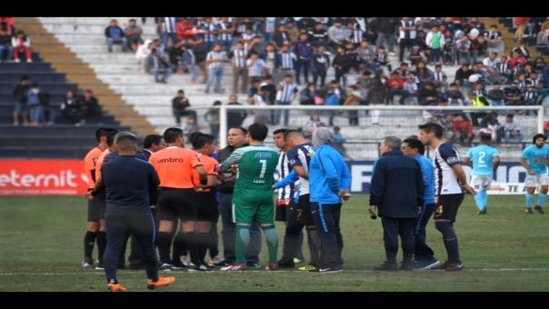 A priori, los 25 minutos que restan se jugarán este lunes 17 de septiembre desde las 11:00 am a puertas cerradas en el Estadio Alejandro Villanueva.