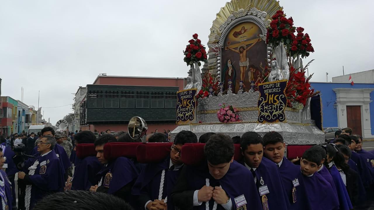 Con esta procesión, los niños mostraron su fervor al Cristo Morado.