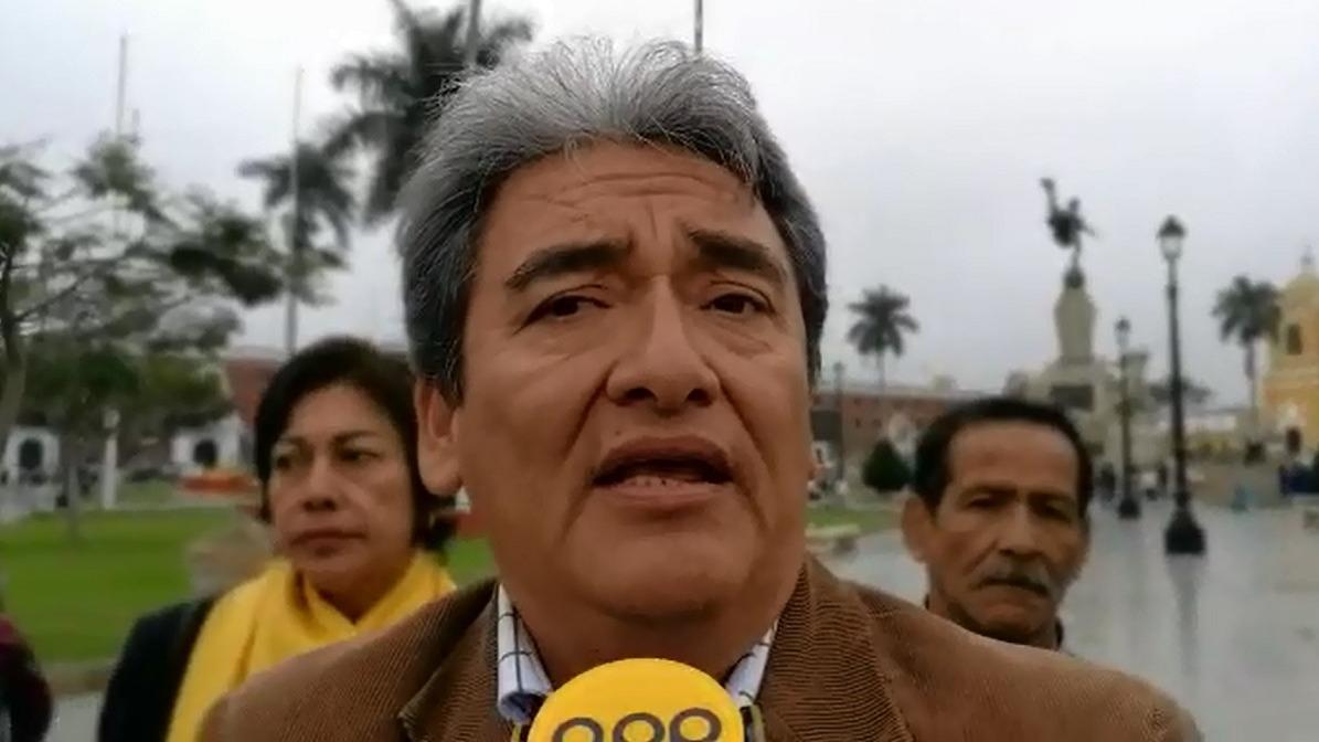 El dirigente del CITE, Carlos Alva, lamentó que este decreto afecte la economía de los trabajadores públicos.