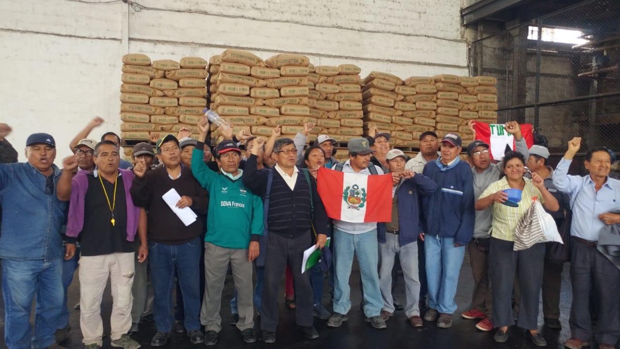 Azucareros se mantienen en desobediencia civil.