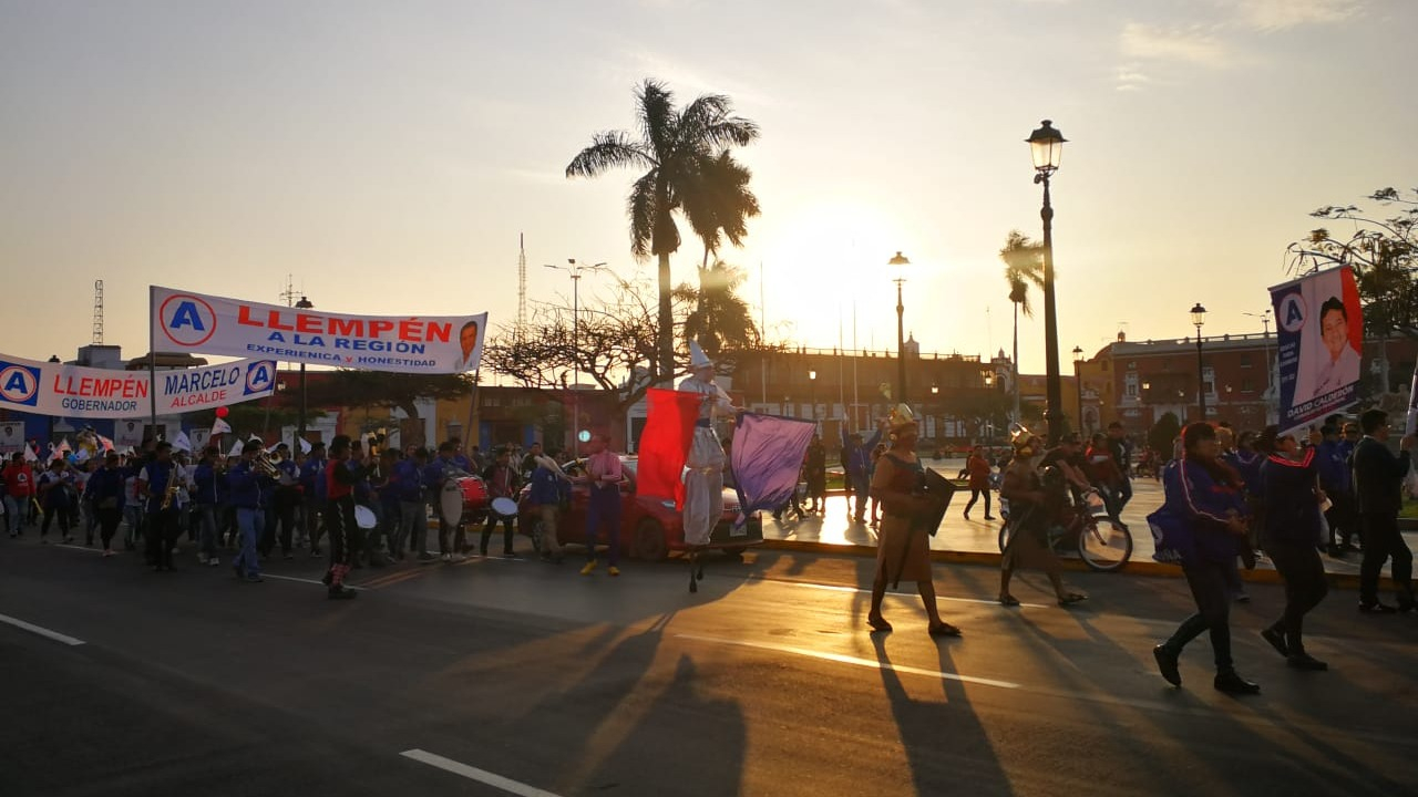 Militantes realizaron un pasacalle político en plaza de armas de Trujillo, pese a prohibición municipal.