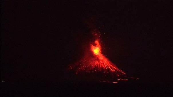 El volcán de Indonesia hizo erupción.