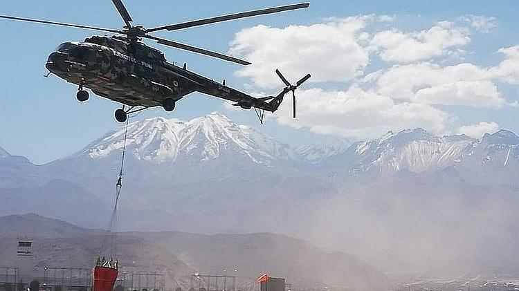 Helicóptero que sofoco incendio en Arequipa