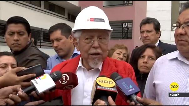 Ministro de Vivienda inspeccionó derrumbe de obra en Surco.