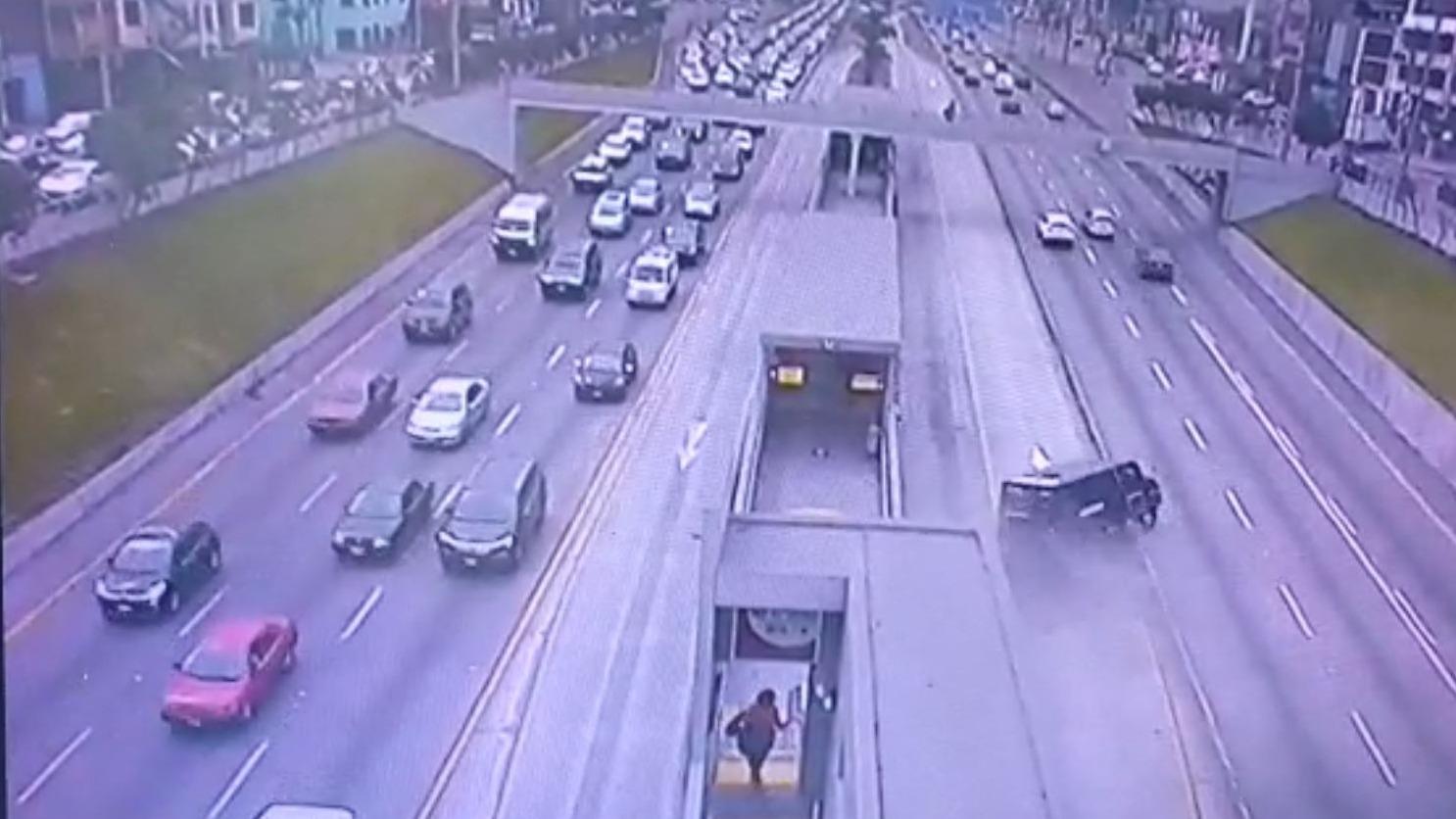 Video del despiste captado por las cámaras de seguridad del lugar.
