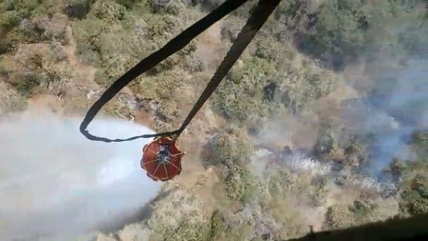 El helicóptero es piloteado por personal de las Fuerzas Armadas.