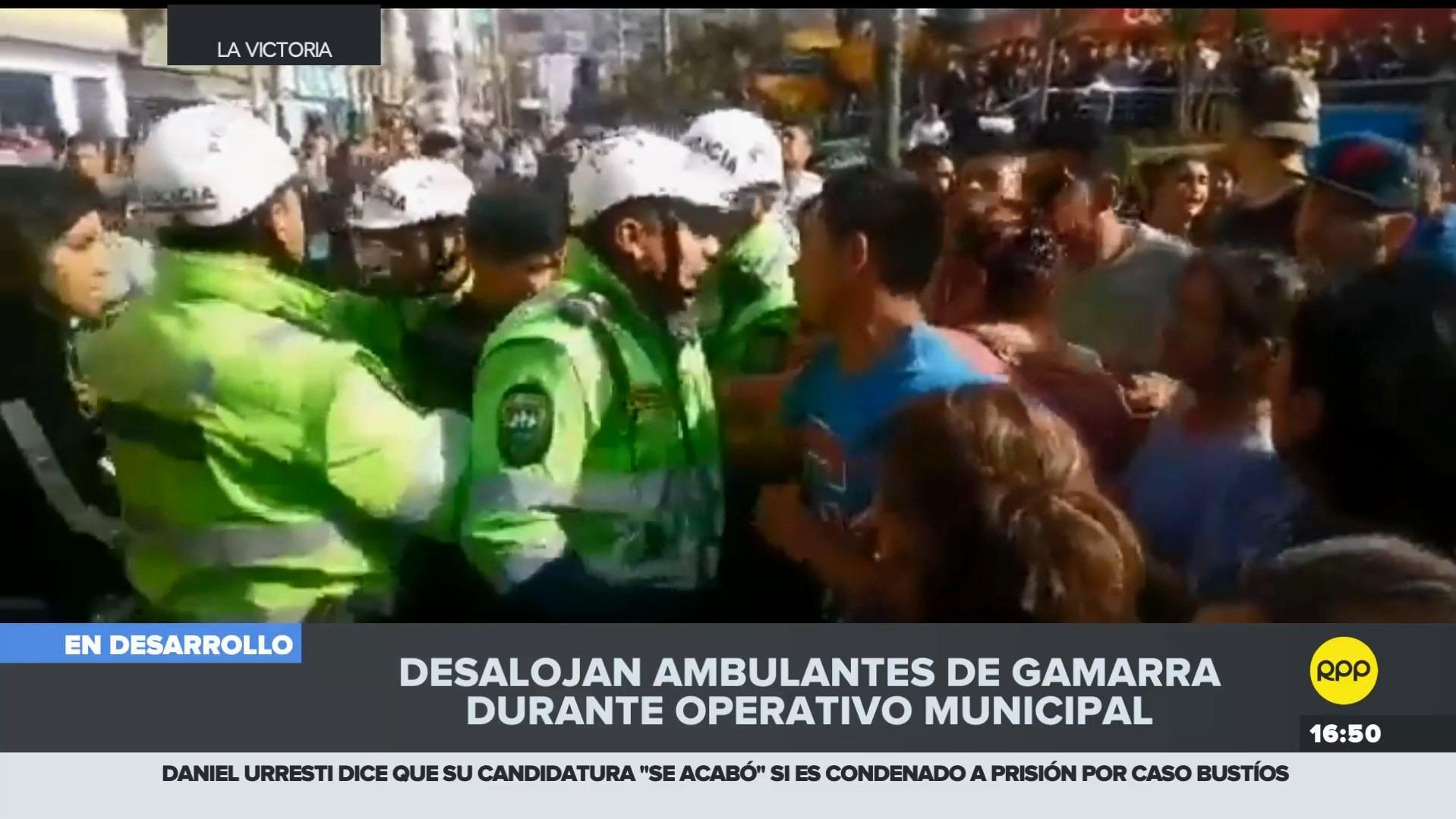 Los comerciantes se enfrentaron a la Policía Nacional para evitar ser desalojados.