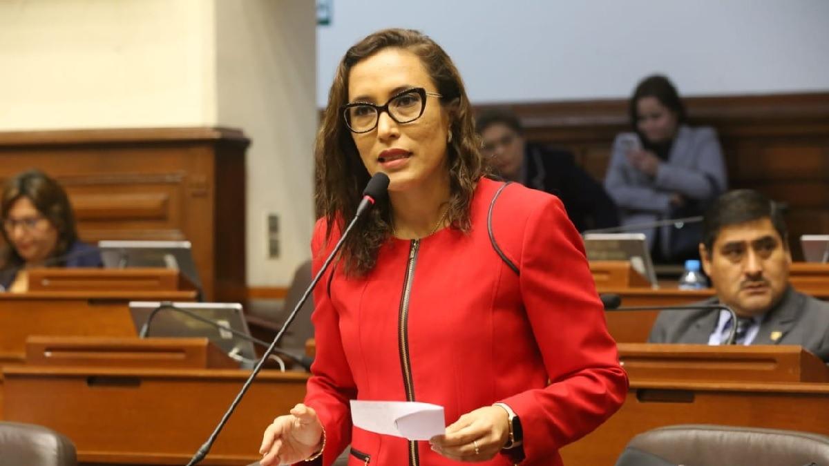 Varios congresistas han señalado que la ley favorece a Edwin Oviedo.