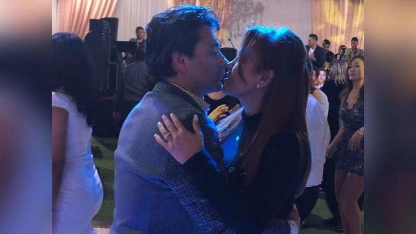 Magaly Medina demuestra sus habilidades de baile con su esposo Alberto Zambrano.