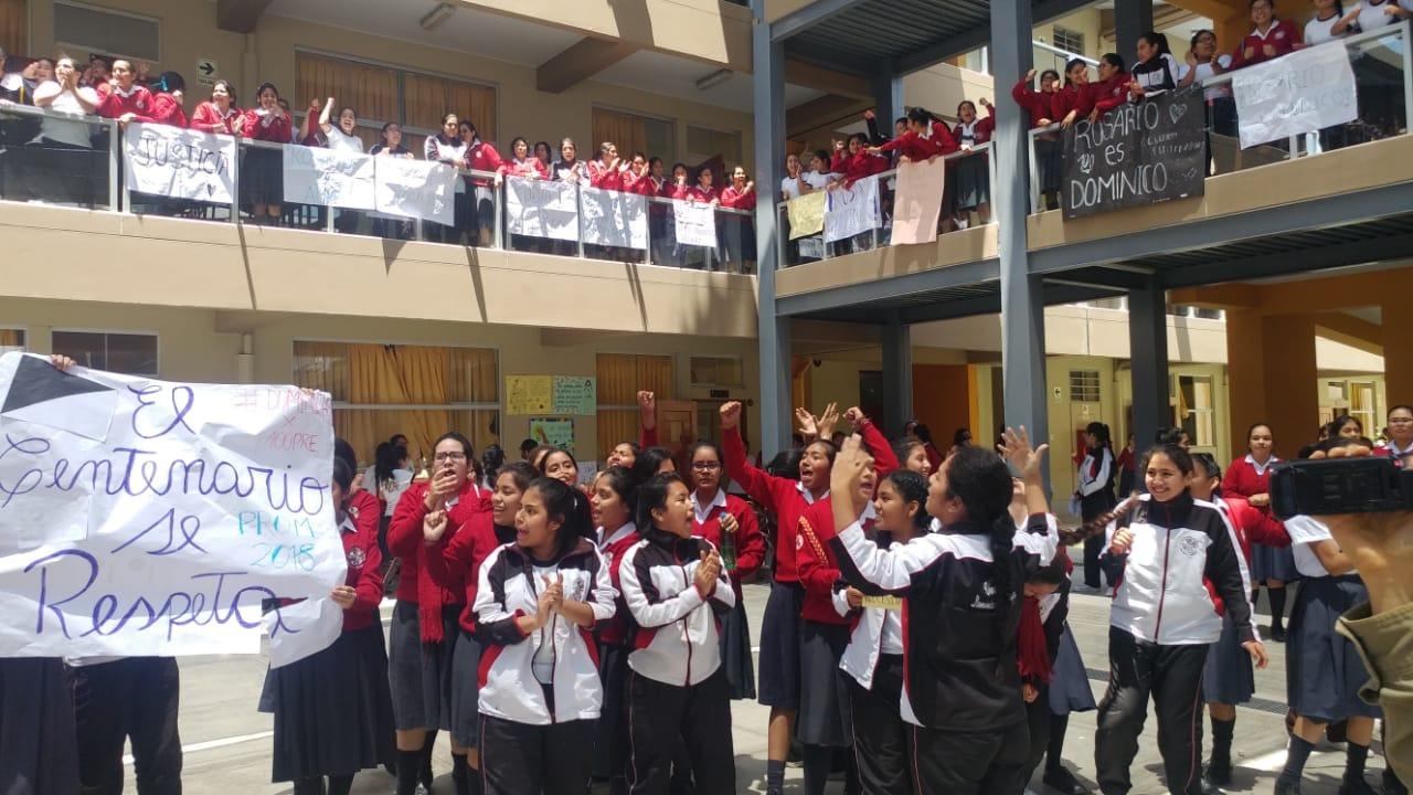 Singular protesta encabezada por las propias alumnas.