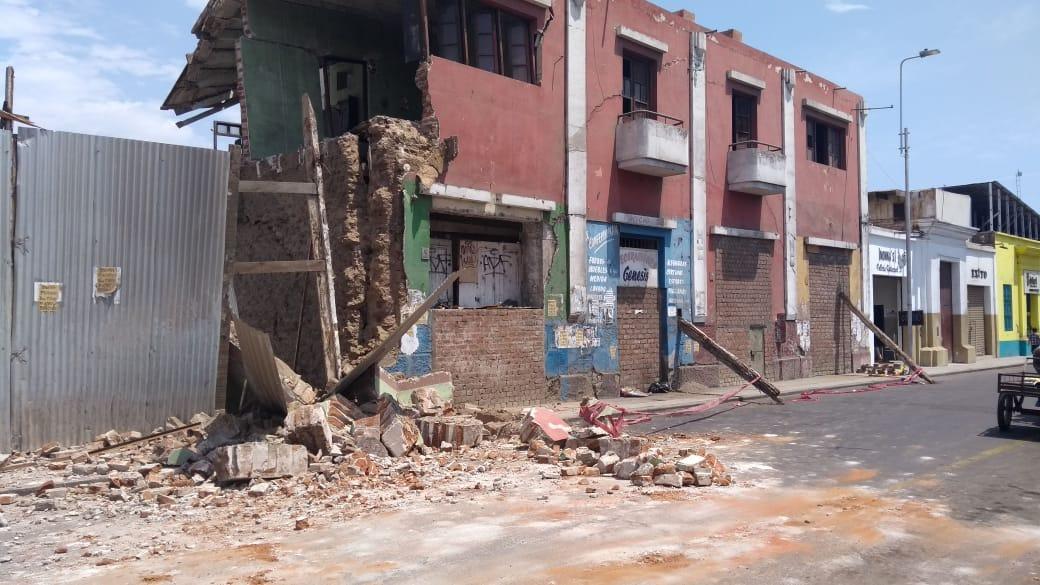 Vecinos temen por su seguridad ante el inminente colapso del segundo piso del inmueble.