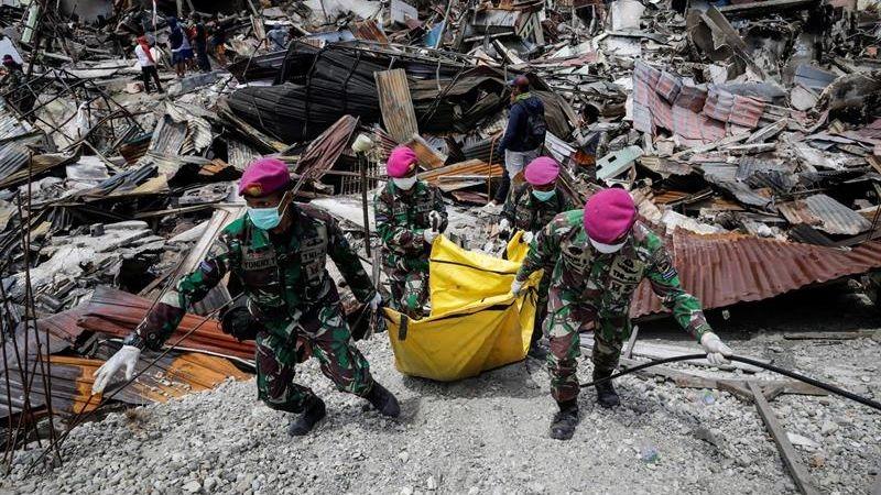 Según el último balance oficial, más de 1400 personas han muerto en el terremoto y posterior tsunami.