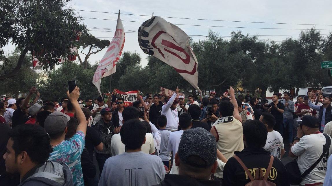El hincha de Universitario de Deportes se hizo sentir con este banderazo