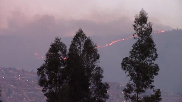 Incendio en el Abra Corao se mantiene desde esta tarde.