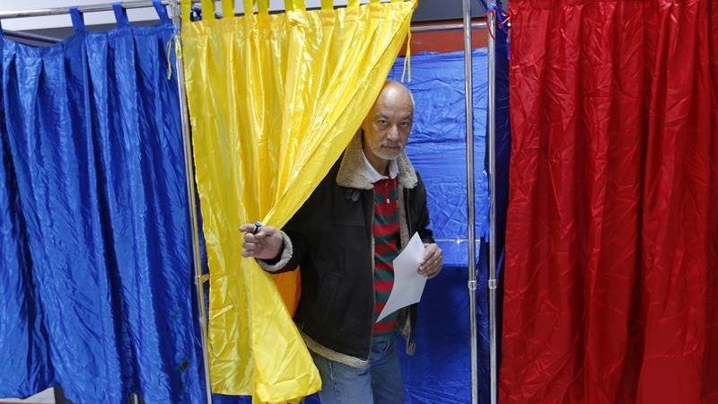 Este referéndum, que se realiza hoy y mañana, es apoyado por el Partido Social Demócrata, que gobierna Rumanía desde hace casi dos años.