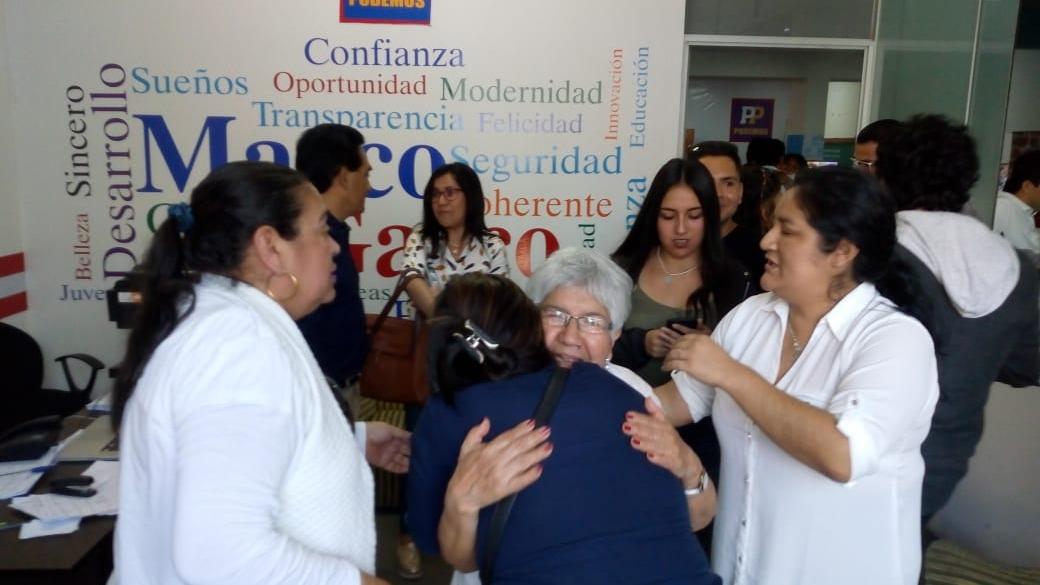 Gran cantidad de militantes festejan triunfo de Marco Gasco.