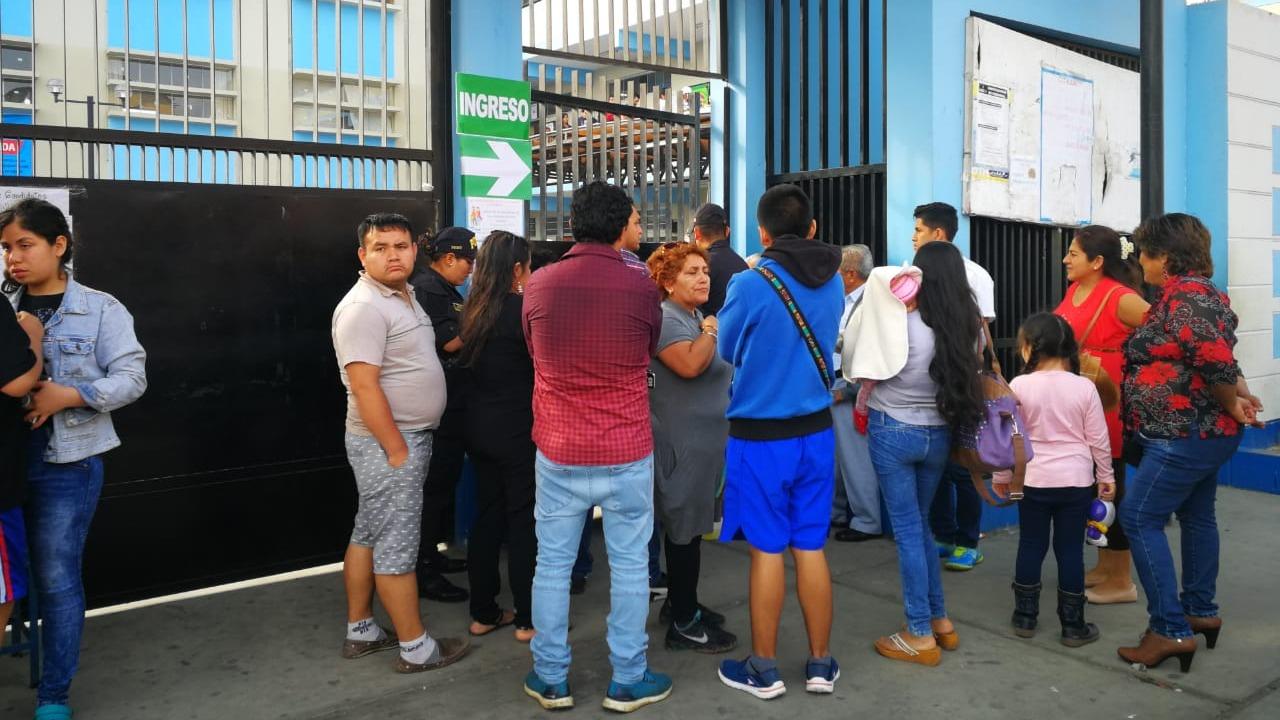 Policía Nacional cerró los locales de votación a las 4 de la tarde, varios ciudadanos se quedaron sin votar,
