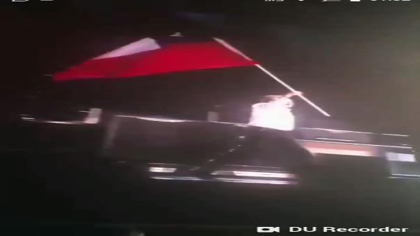 El momento en el que Paul McCartney ondea la bandera de Chile en lugar de la de Texas.