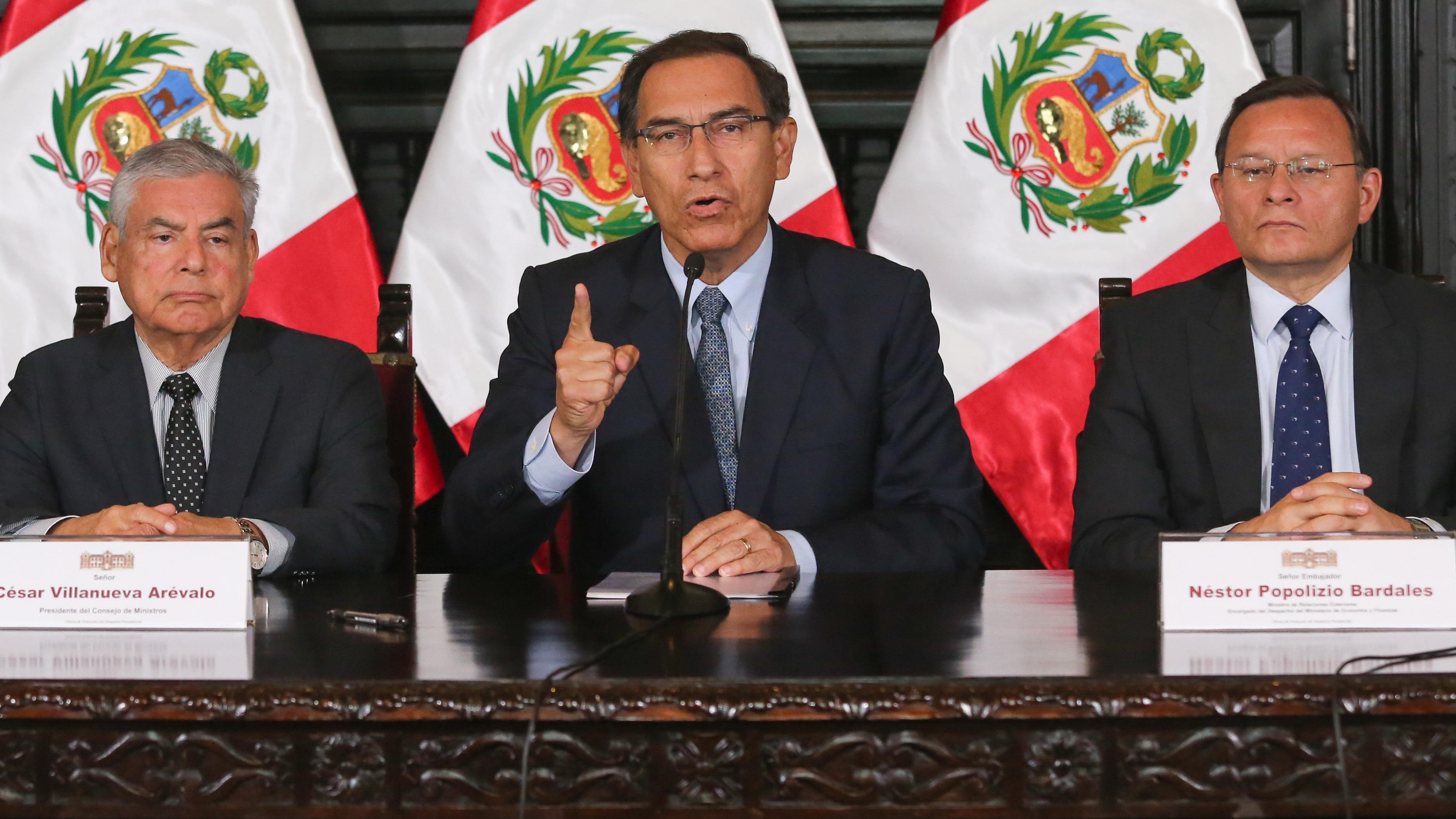 Martín Vizcarra suscribe DS que convoca a referéndum.