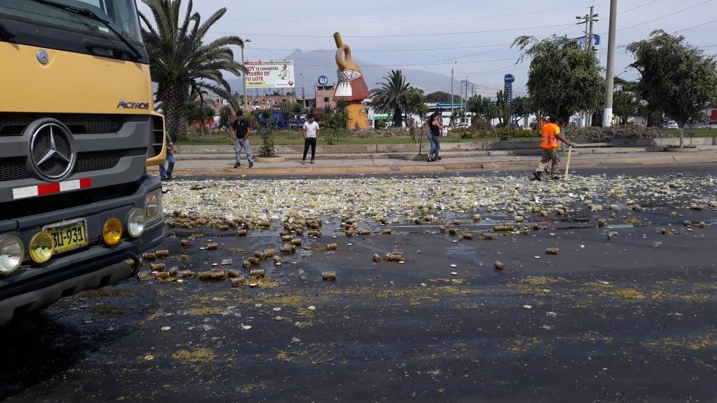 El conductor y los ayudantes limpiaron la pista.