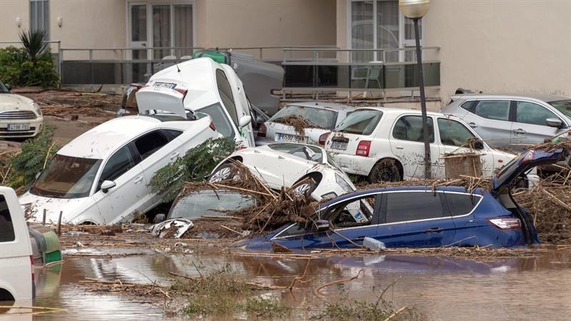 Tres personas permanecen desaparecidas por las lluvias torrenciales.