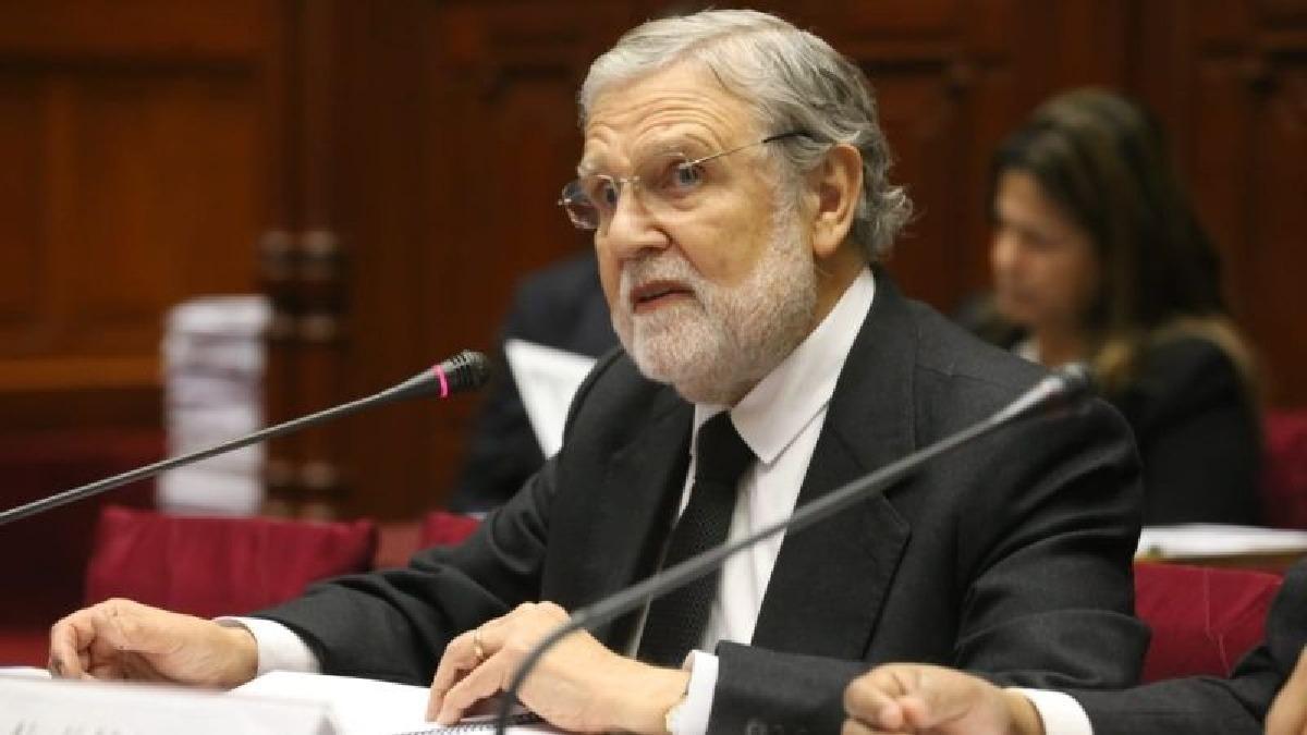 """Ernesto Blume resaltó que el derecho a la información es """"fundamental"""" para todos los peruanos."""