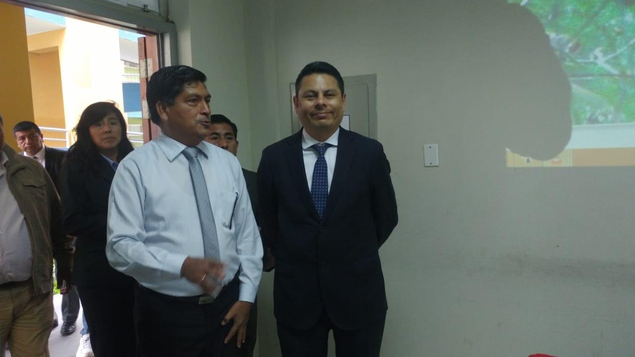 Viceministro inspeccionó colegios de Chiclayo.