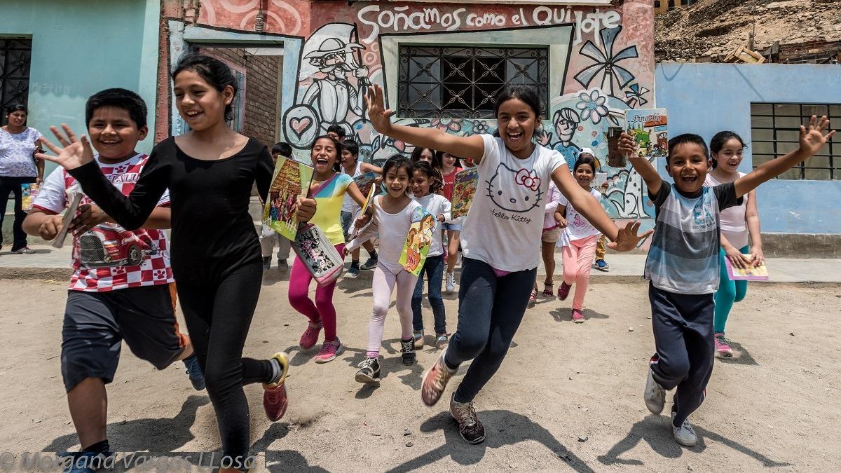 Proyecto cultural promueve la lectura y la expresión artística entre los niños.