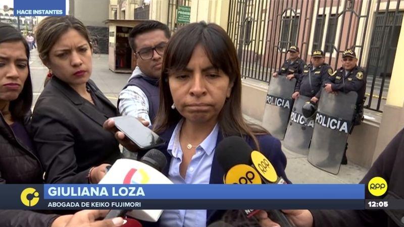 La abogada Giuliana Loza habló con la prensa a su salida de la Prefectura de Lima.