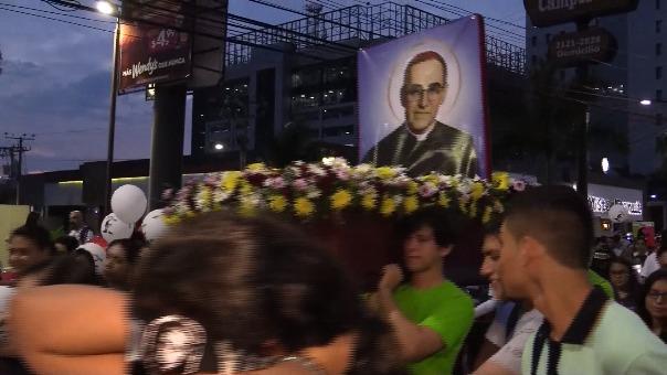 La canonización fue celebrada así en El Salvador.