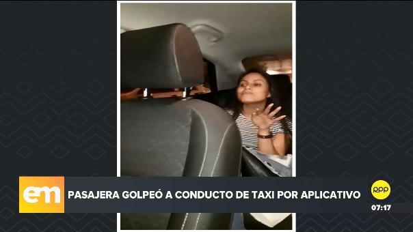 Usuaria golpeó a conductor de taxi por aplicación.
