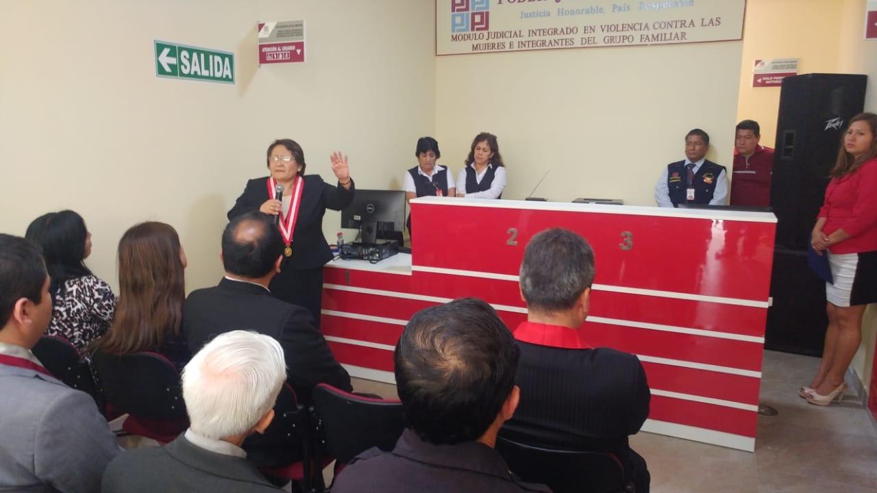La población tendrá ahí a disposición un equipo de jueces, psicólogos, médicos, educadores y asistentes sociales.
