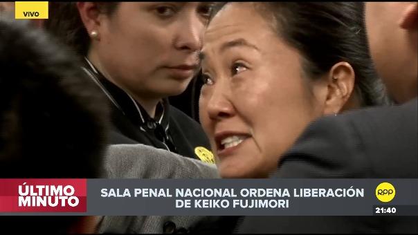 Keiko Fujimori celebra su liberación con sus familiares.