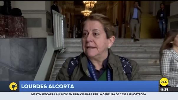 Lourdes Alcorta  y Cecilia Chacón declaran a la prensa.