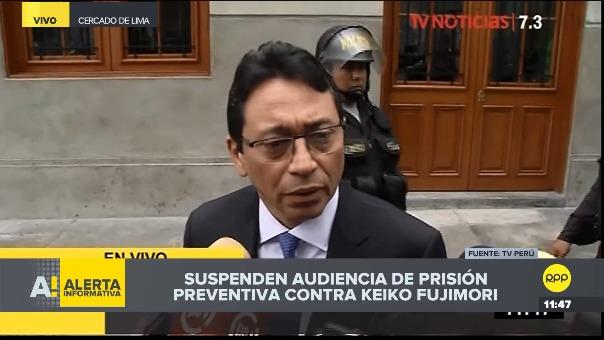 Humberto Abanto, abogado de Jaime Yoshiyama, da declaraciones a la prensa.