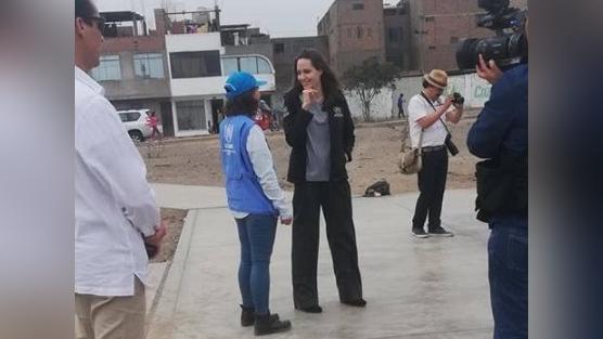 Angelina Jolie en su encuentro con el grupo Inyectando Kultura.