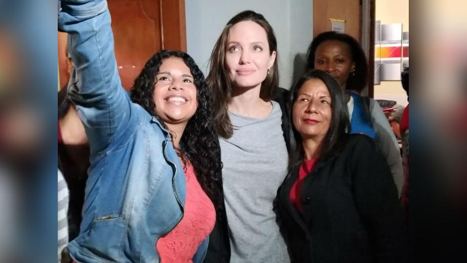 Angelina Jolie en su visita al albergue  Sin Fronteras en San Juan de Lurigancho.