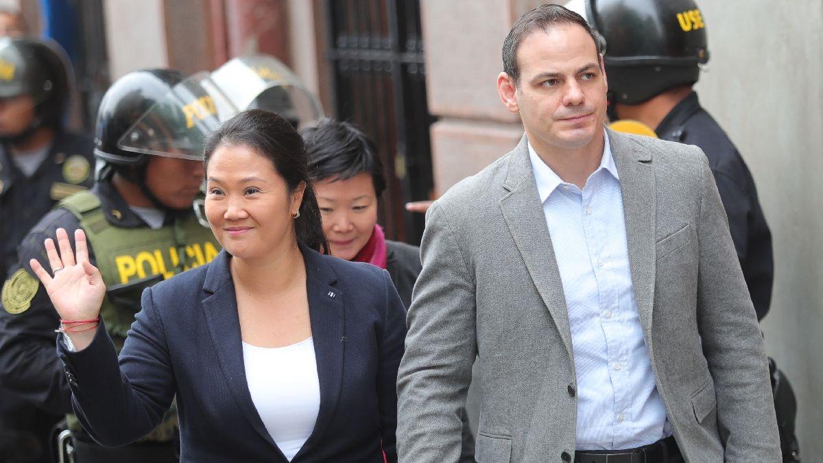 Keiko Fujimori llegó a la sede de la Sala Penal Nacional junto a su esposo, Mark Vito Villanella, y a su hermana Sachi.