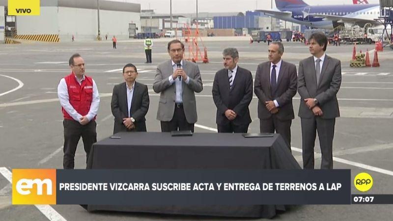Martín Vizcarra suscribió el acta de entrega de terrenos a Lima Airport Partners.