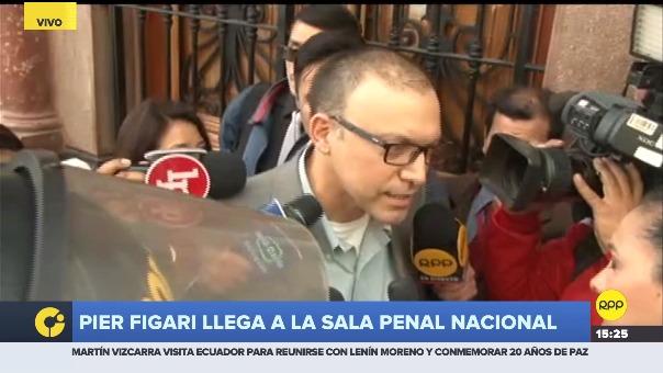 Pier Figari antes de ingresar a la Sala Penal Nacional, donde se lleva a cabo audiencia de prisión preventiva contra 11 personas vinculadas a Fuerza Popular.